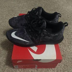 Nike Roshe shoes men's 10.5